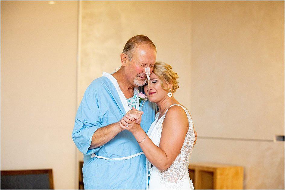 W dniu ślubu tata panny młodej przebywał w szpitalu. Ceremonię przeniesiono właśnie tam - zdjęcie w treści artykułu nr 1
