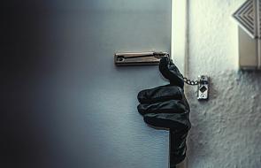 Biskup padł ofiarą złodziei we własnym mieszkaniu