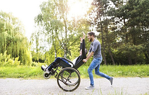 Warszawa: bezdomni pomogą niepełnosprawnym w drodze na Jasną Górę