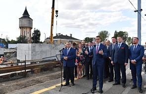 Morawiecki: nasz rząd odbudowuje tory kolejowe na skalę dotąd nieznaną