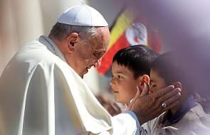 """Franciszek: """"Czy widzieliście, jak to czynią dzieci? Czynią coś, czego znaczenia nie znają"""""""