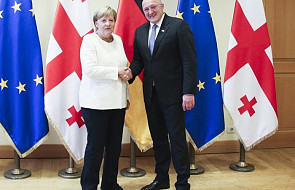 """Merkel w Tbilisi obiecała wsparcie w wys. 200 mln euro. """"Gruzję należy uznać za kraj bezpieczny"""""""