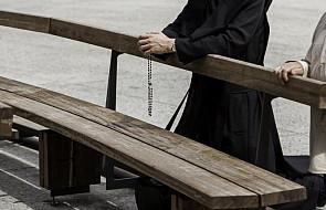 Ksiądz został zaatakowany w kościele. Słyszał głos napastnika, który krzyczał, dlaczego to robi