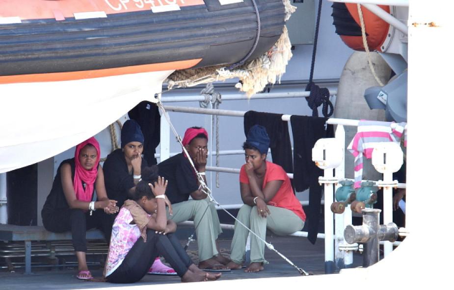 Włochy: migranci na pokładzie okrętu Straży Przybrzeżnej rozpoczęli głodówkę