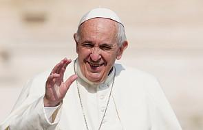 """Papież o najważniejszym geście: """"kiedy rodziny tak czynią, przetrwają"""""""