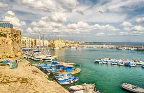 Włochy: całe miasteczko pomogło parze oszukanych turystów