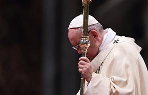 """Czy po tym dokumencie Franciszek ustąpi z urzędu? Publicyści mówią o """"wojnie pałacowej"""""""