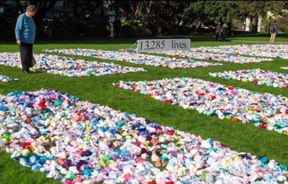 13285 par dziecięcych bucików pod parlamentem. Nowa Zelandia protestuje przeciwko aborcji