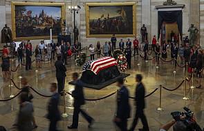 USA: przywódcy Kongresu złożyli hołd senatorowi McCainowi