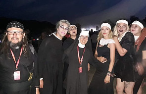 Siostry i księża w akcji na festiwalu organizowanym przez Owsiaka. Musicie to zobaczyć