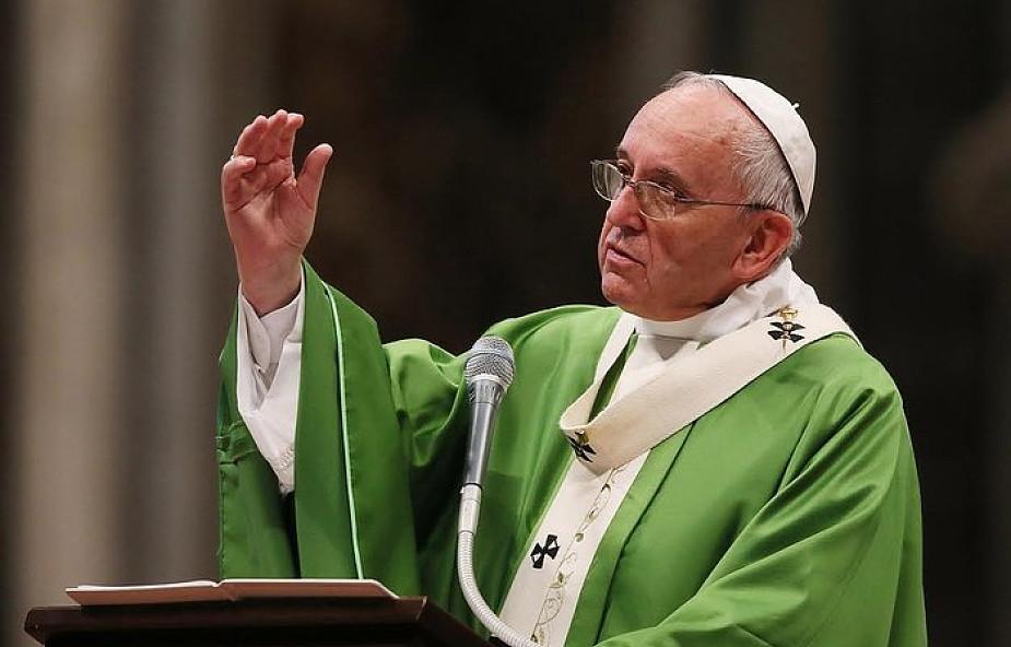Franciszek do biskupów: Wielki Oskarżyciel próbuje ujawnić grzechy, aby było je widać, aby zgorszyć lud