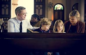 Jak pomóc rodzicom, którzy mają problem z małymi dziećmi na mszy