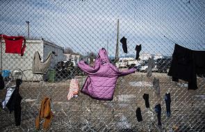 Grecja: migranci przewożeni z przeludnionych obozów na wyspach
