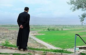 """""""Kościół w żaden sposób nie utożsamia się ze wspólnotą polityczną"""". Zakaz dla duchownych"""