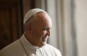 Franciszek w drodze do Wilna wystosował telegram do prezydenta Dudy. Znamy jego treść