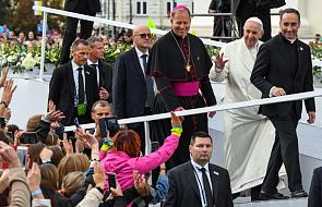 """Pobłogosławił tych, którzy """"codziennie niosą swój krzyż"""". Papież spotkał się chorymi Hospicjum im. bł. ks. Michała Sopoćki"""