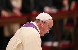 """Papież Franciszek usunął """"seryjnego pedofila"""" ze stanu kapłańskiego"""