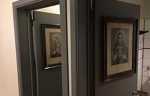 Męska toaleta z wizerunkiem Jezusa, a damska z Dziewicą Maryją. To zdjęcie oburzyło internautów