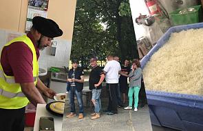 """""""Bóg daje siłę!"""". Kucharz z dalekiej Azji przygotowuje tysiące posiłków dla warszawskich bezdomnych"""