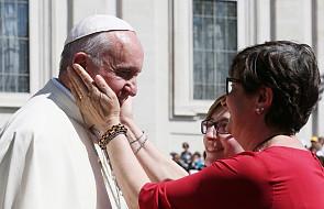 Papież Franciszek rozdał ubogim 20 tys. lodów! W zamian otrzymał piękny prezent