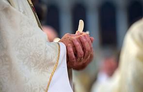 Tak właśnie chleb oraz wino stają się Ciałem i Krwią Jezusa