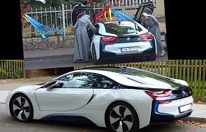 Zdjęcie zakonnic wsiadających do BMW i8 wzburzyło internautów. O co chodzi?