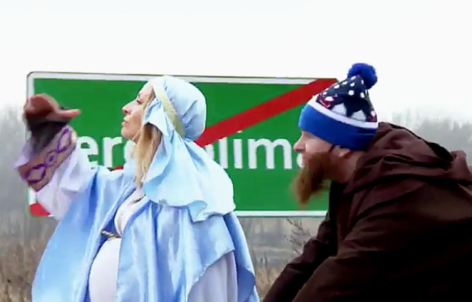 Dzieci opowiadają alternatywną historię narodzin Jezusa, a dziennikarze TVN wcielają się biblijne role