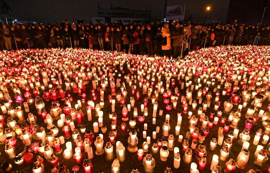 """""""Największe serce świata""""- w hołdzie dla Pawła Adamowicza zapłonęły znicze"""