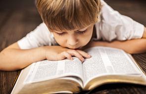 Odpowiedzi na życiowe pytania szukamy w Biblii. O życiu rodziny katolicko-ewangelickiej [KOMENTARZ]