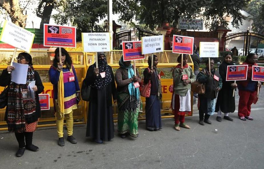 Indie: starcia policji z protestującymi przeciwko wejściu kobiet do świątyni