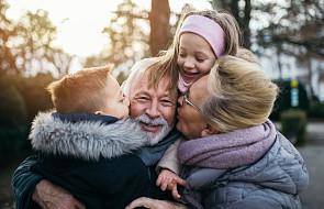 Babcia i Dziadek nie muszą opiekować się Twoim dzieckiem