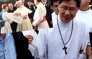Kardynał, który ma patent na rozśmieszanie papieży