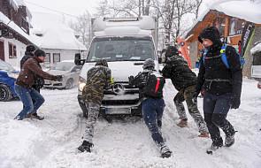 Ostrzeżenia przed intensywnymi opadami śniegu na południu Polski i lawinami w górach