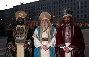 Hiszpania: na ulicach miast pojawiły się orszaki Trzech Króli