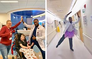 """Ten lekarz tańczy ze swoimi pacjentami. """"Jest błogosławieństwem dla innych"""""""