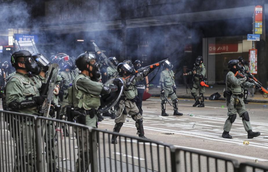 Media w Hongkongu: policja postrzeliła demonstranta ostrą amunicją