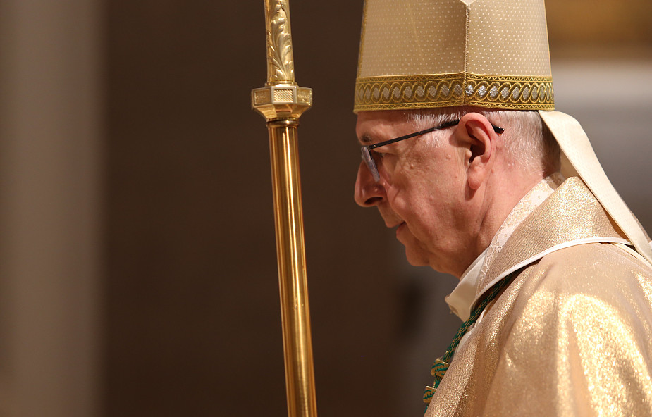 Przewodniczący Episkopatu: zatrzymajmy się w codziennym biegu, by modlić się za zmarłych