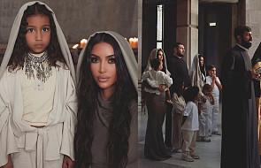 Kim Kardashian i jej dzieci przyjęli chrzest w najświętszym miejscu Ormian [GALERIA]