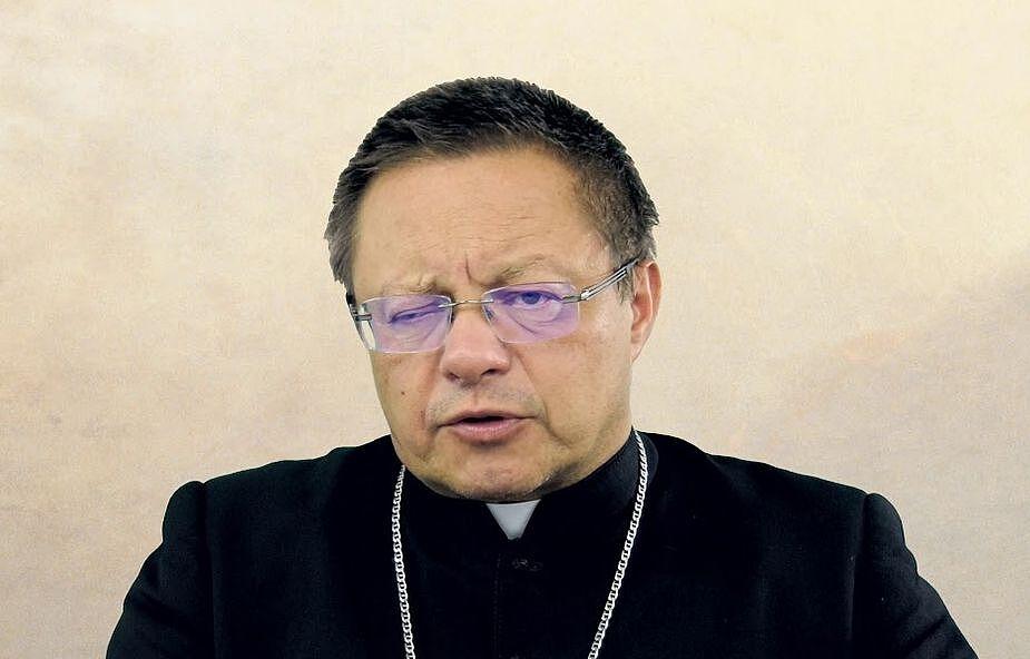Łódź: transmisja Mszy Świętej z prywatnej kaplicy domu biskupów łódzkich pod przewodnictwem abp. Rysia