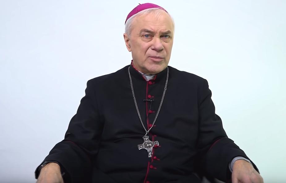 Staje się ikoną ruchu narodowego. Dlaczego episkopat milczy ws. abp. Lengi?