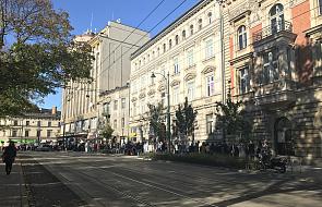 Kraków: tłumy w kolejce po autograf noblistki Olgi Tokarczuk