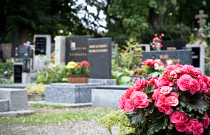Gdańsk: na cmentarzach kwesta na remont dachu hospicjum