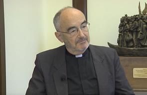 Kardynał-nominat Czerny ma pektorał z drewna łodzi uchodźców