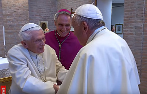 Jak się czuje Benedykt XVI? Watykan opublikował film ze spotkania papieża seniora z Franciszkiem