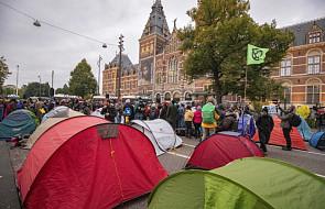Aktywiści klimatyczni blokują centrum Amsterdamu