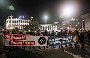 Warszawa/ Marsz Antyfaszystowski zmierza z pl. Konstytucji w kierunku pl. Trzech Krzyży