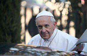 Franciszek u św. Marty modli się za rodziny zamknięte w domu z dziećmi
