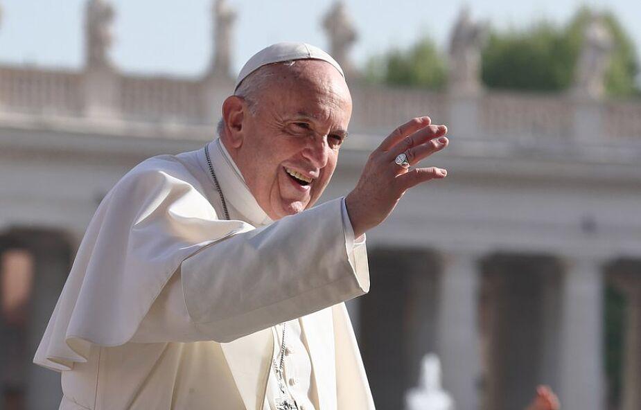 Papież odwiedził dzieci na półkoloniach watykańskich