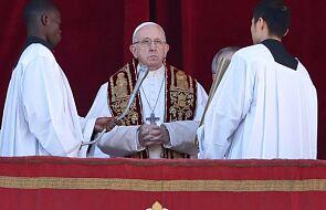 Papież: komunikujmy się między sobą, nie bądźmy jak młodzi ludzie z komórkami przy stole