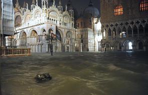 Apokaliptyczne sceny w Wenecji. Plac Św. Marka i bazylika pod wodą [FOTO]